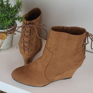 Chinese Laundry | NWOT Brown Suede Wedge Booties
